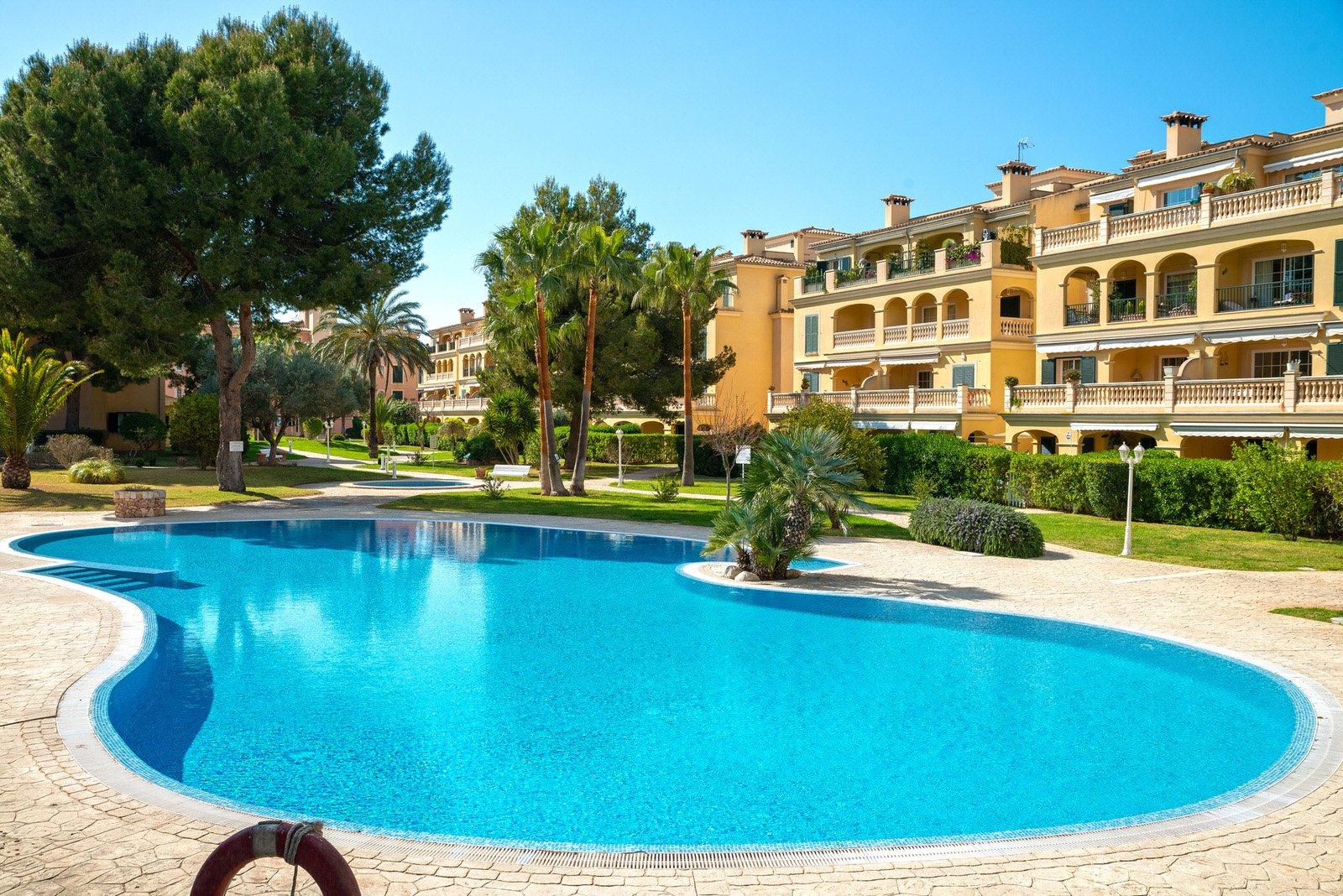 Puig de Ros Apartment mit Garten in gepfleter Anlage mit Pool u. Padelplatz